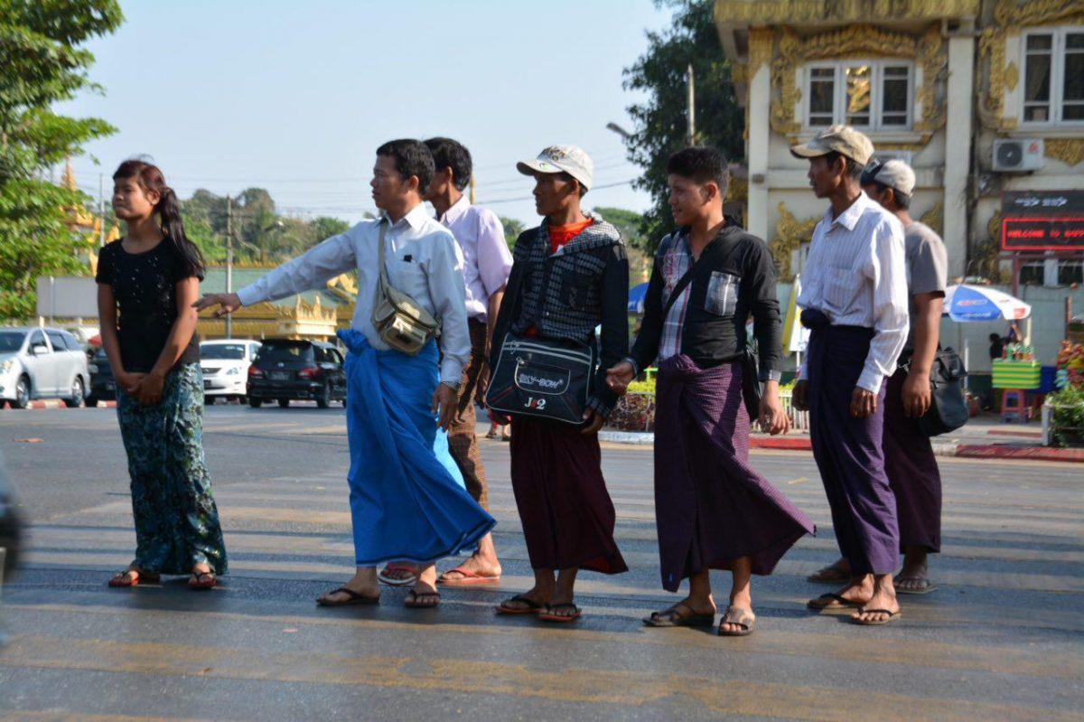 لباس های میانماری در یانگون