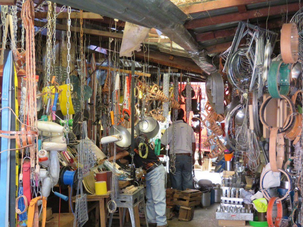 بازارهای محلی شان بیشتر شبیه موزه است تا بازار، اینقدر که همه چیز عجیب و قدیمی به نظر می آید...