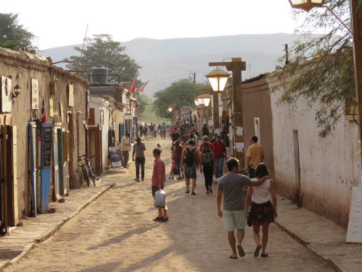 نمایی از کوچه اصلی روستای سن پدرو د آتاکاما