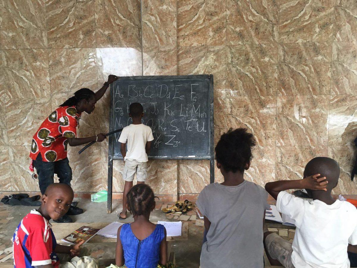 چه حسی خوشی دارد صفای کلاس درسشان، کوتاه زمانی را هم کلاسی شان می شوم...
