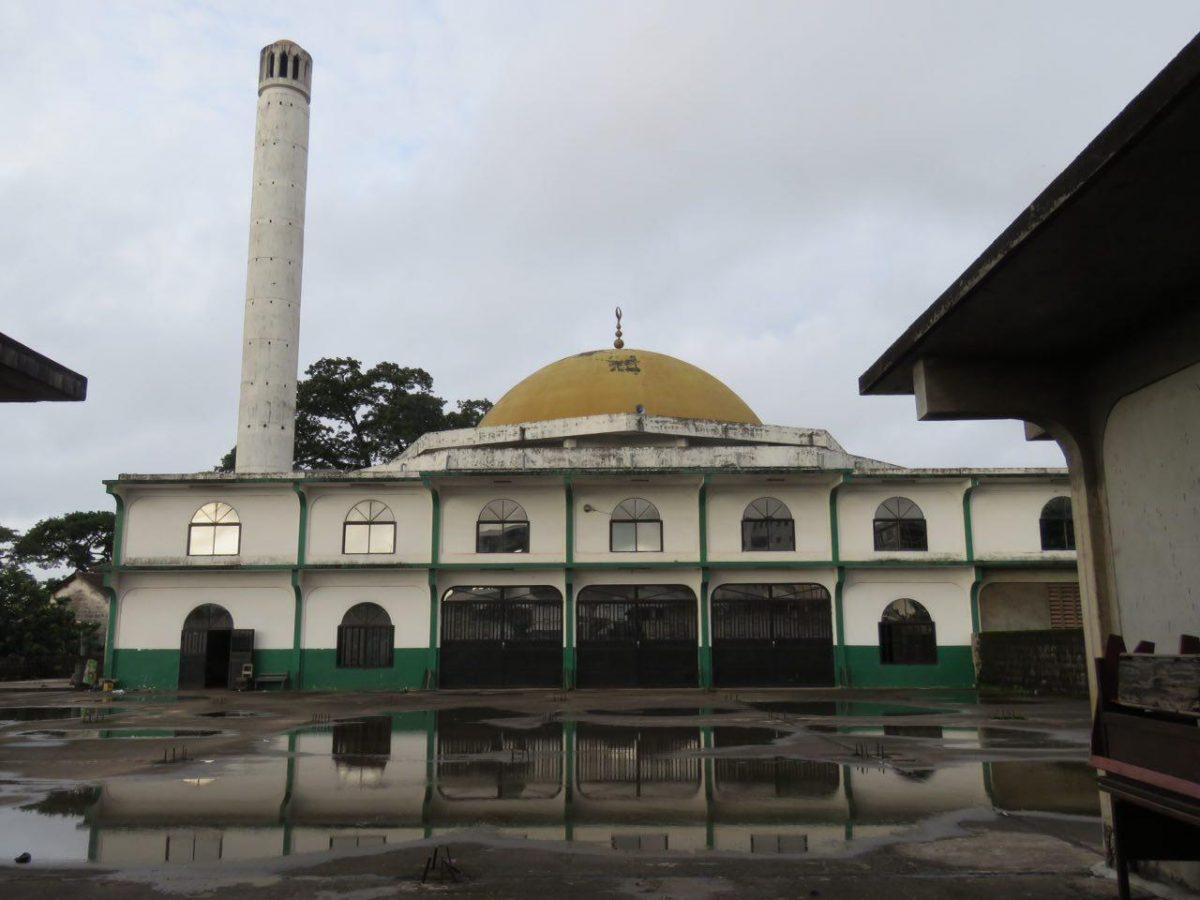 مسجد شهر فری تون و درهایی که به روی مسلمینش در آن ساعت از روز بسته شده بودند!