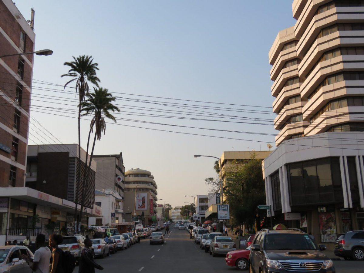 بیشتر بانک ها و ساختمان های تجاری مرکز شهر را صاحب شده اند که شاید برای همین است که بلان تایر را پایتخت اقتصادی و تجاری مالاوی می نامند، ولی در مجموع نسبتا زیباست و تمیز!