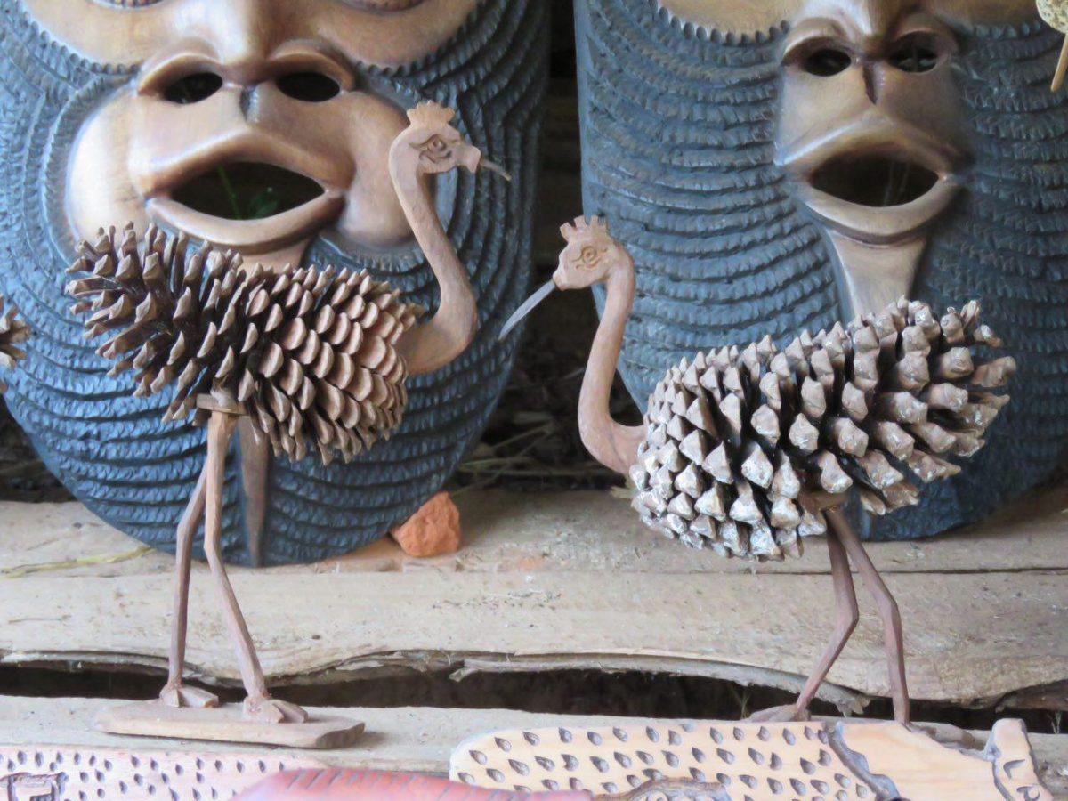 کاج ها پرنده شده اند و تنه درختان ماسک، کلا تمام اجزای طبیعت قابل استفاده اند اینجا...