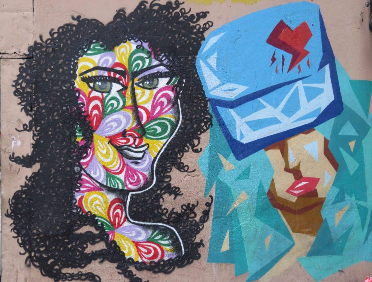 این هم نمونه ای از این نقاشی ها بی هوا روی دیوارهای شهر