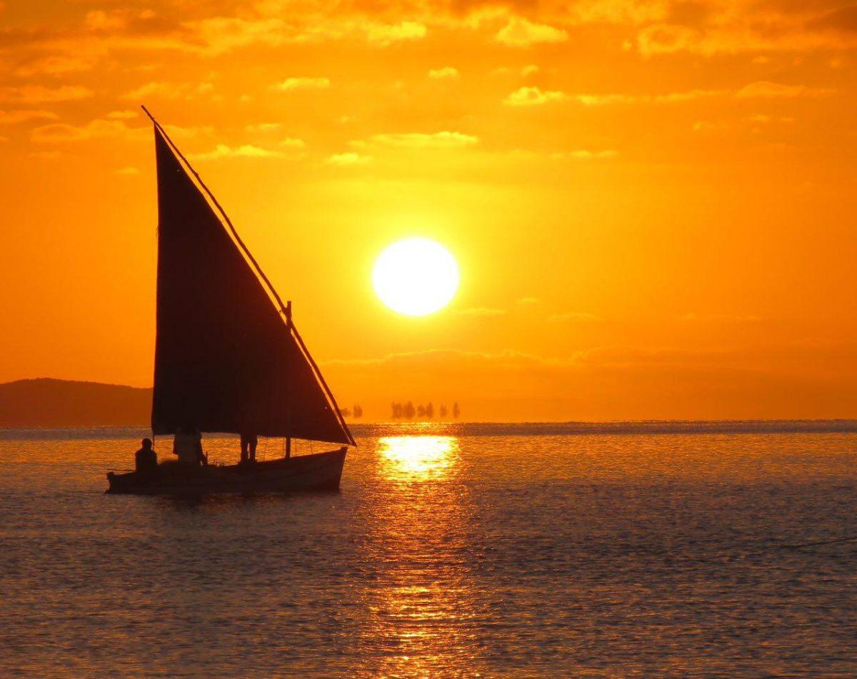 این تنها بخشی از بازی زیبای نور است و آب، همان ها که در هم می آمیزند و لذت آغاز را رقم می زنند...