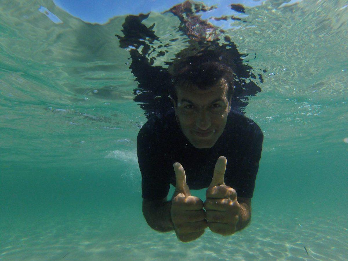 شفاف بودن آبش کم نظیر است، آنقدر خوب که می شود آن پایین زندگی کرد، فقط باید یادم بماند که گهگاهی سری بیرون بیاورم و نفسی بگیرم که ممد حیات است...