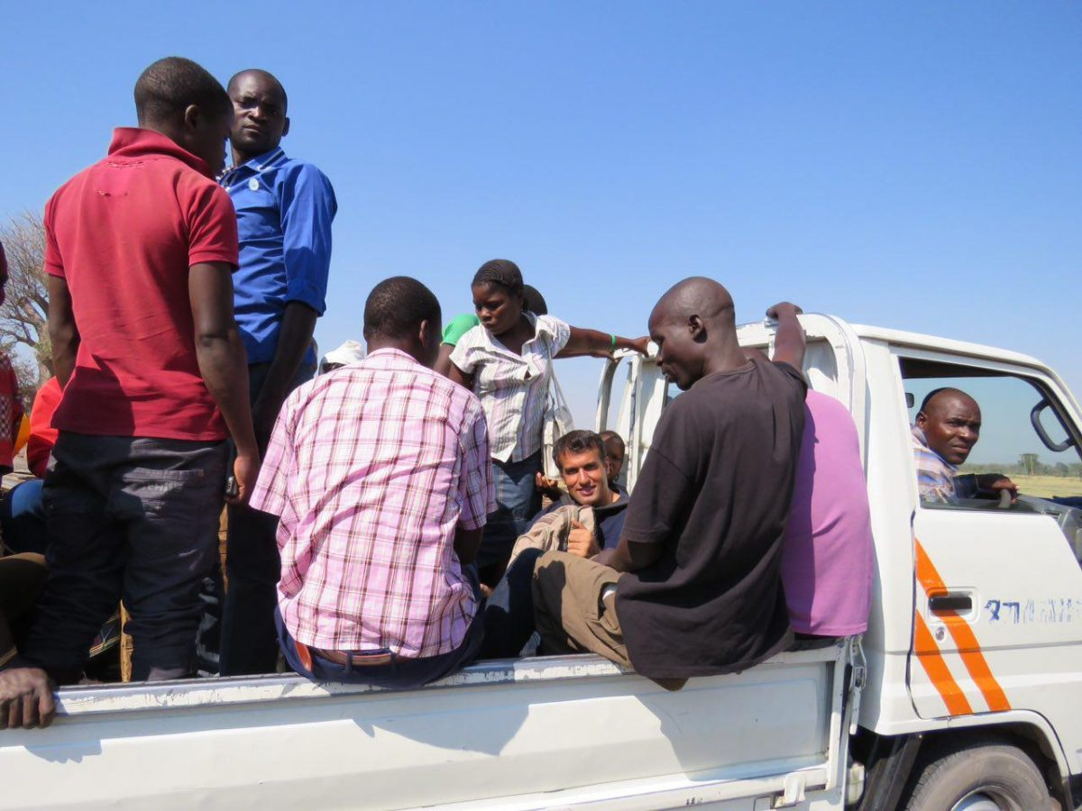 این هم مسیر بیشتر از چهارصدکیلومتری که باید پیموده شود، آن هم با جاده های مالاوی و سیستم پیچیده حمل و نقلشان!