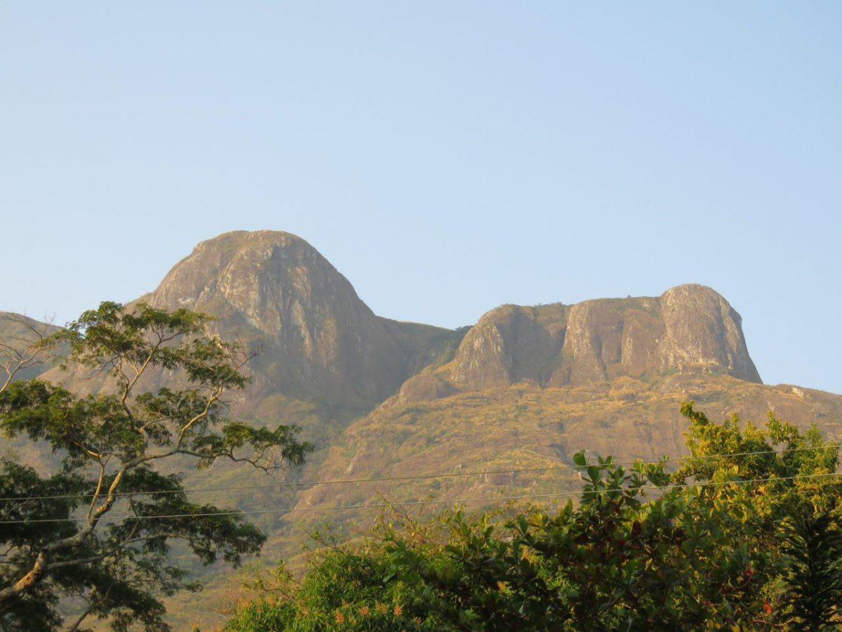 این هم نمایی از کوهستان مولانجه در مسیر کوهپیمایی عصرگاهی
