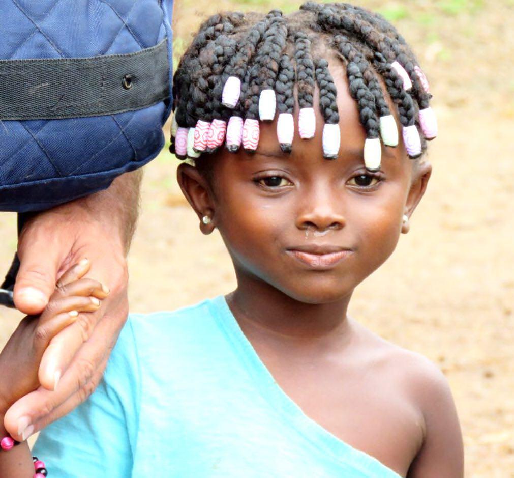 احساس مالکیت بچه های آفریقا هم در نوع خودش جالب است، عاشق این هستند که دستشان را بگیری و فقط مال آنها باشی، تمام توجه ت را می خواهند، بی کم و کاست...