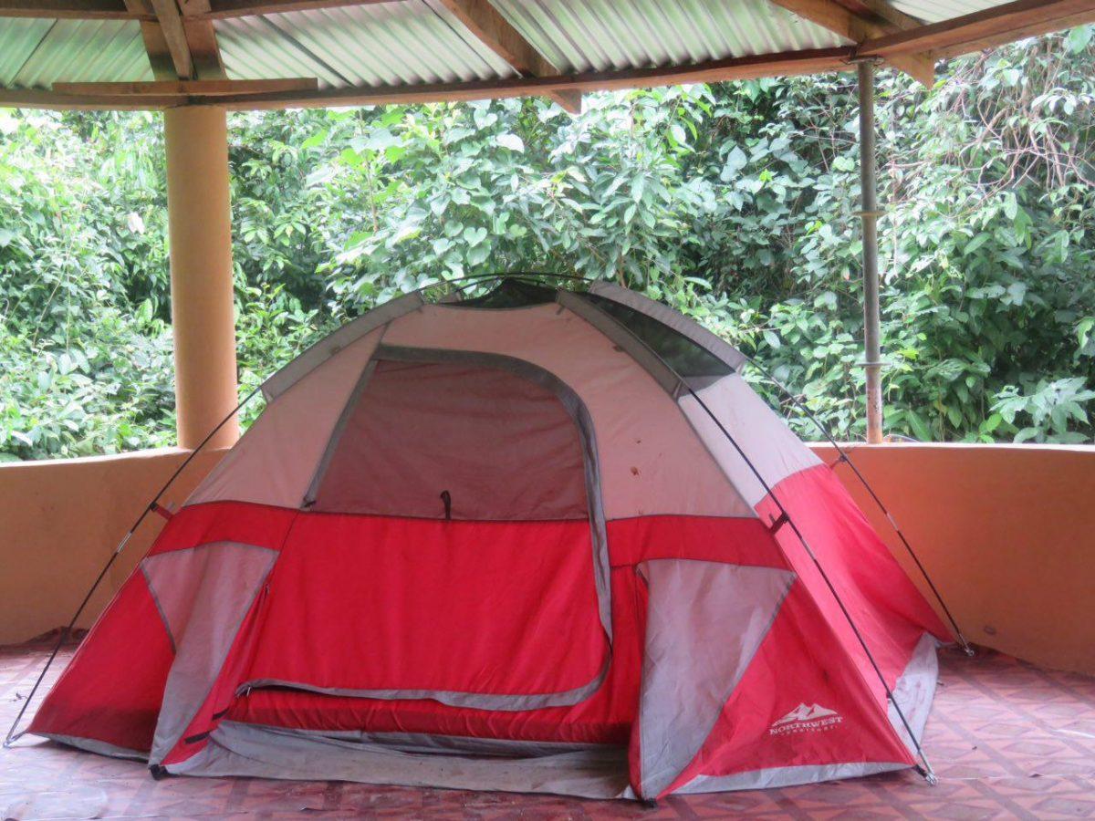 چادر خوابی و بارانی که تا صبح روی شیروانی بالای سرم آواز می خواند...