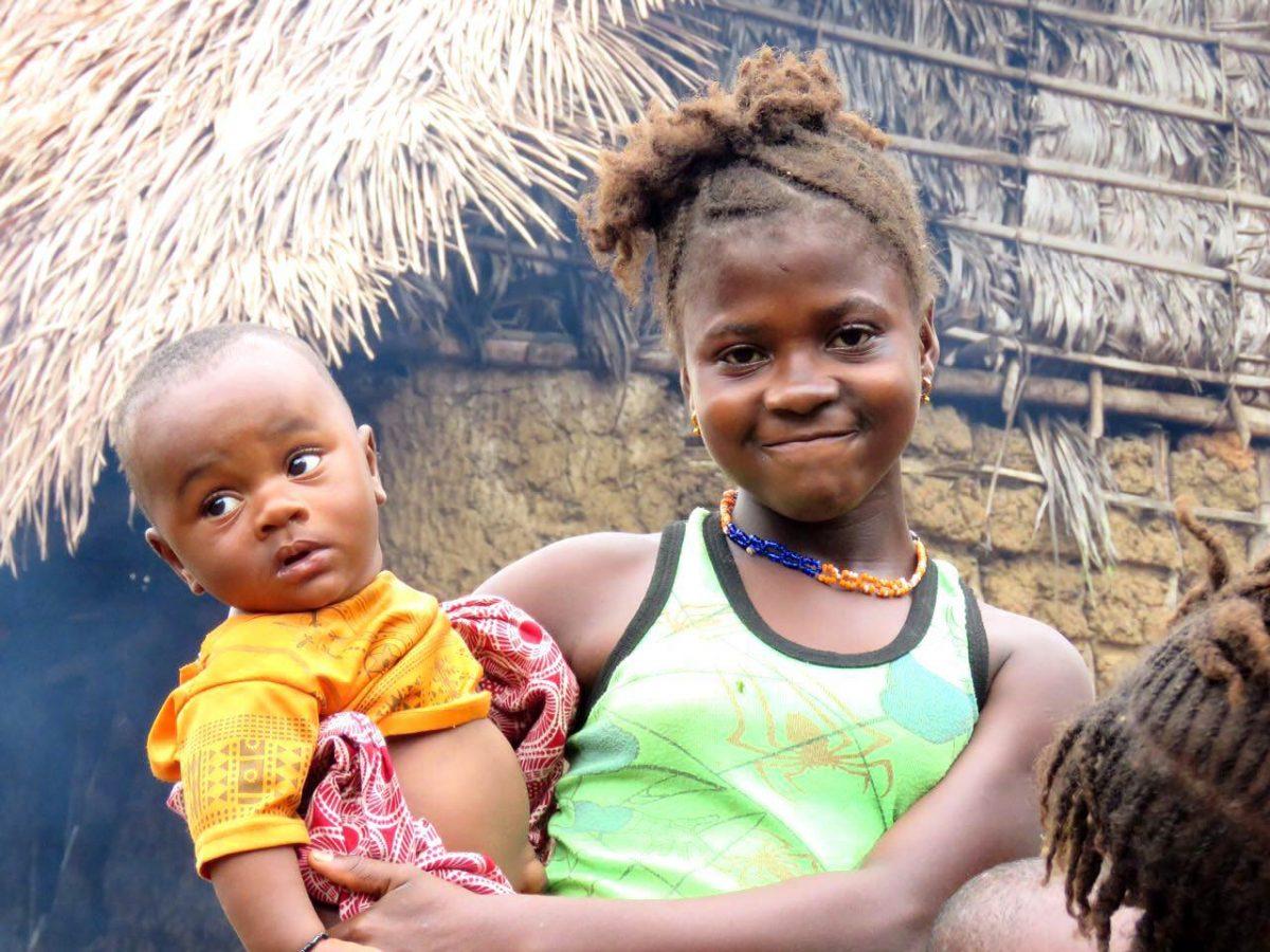معلوم نیست کی بزرگ شده است که حالا بچه بزرگ هم دارد، این یکی حقیقت تلخ این روزگار زنان و دخترکان بیشتر مناطق آفریقاست...